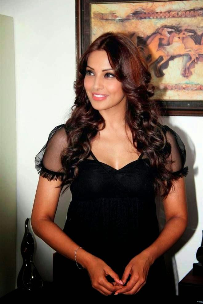 Bipasha Basu Actor HD Sexy Mini Dress Wallpapers
