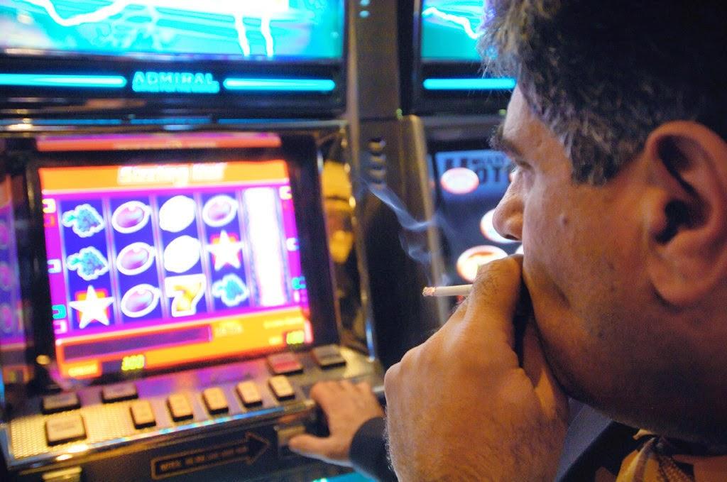 Кино и азартные онлайн игры спасут мир точно вам говорю, к бабке не ходи