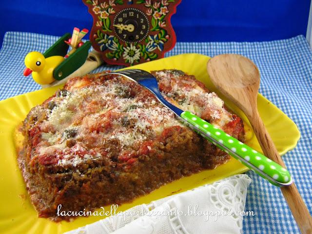 lasagna di pane nero di segale integrale con mozzarella e pomodorini pachino