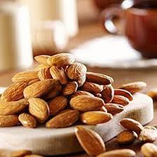 اللوز لوز nuts