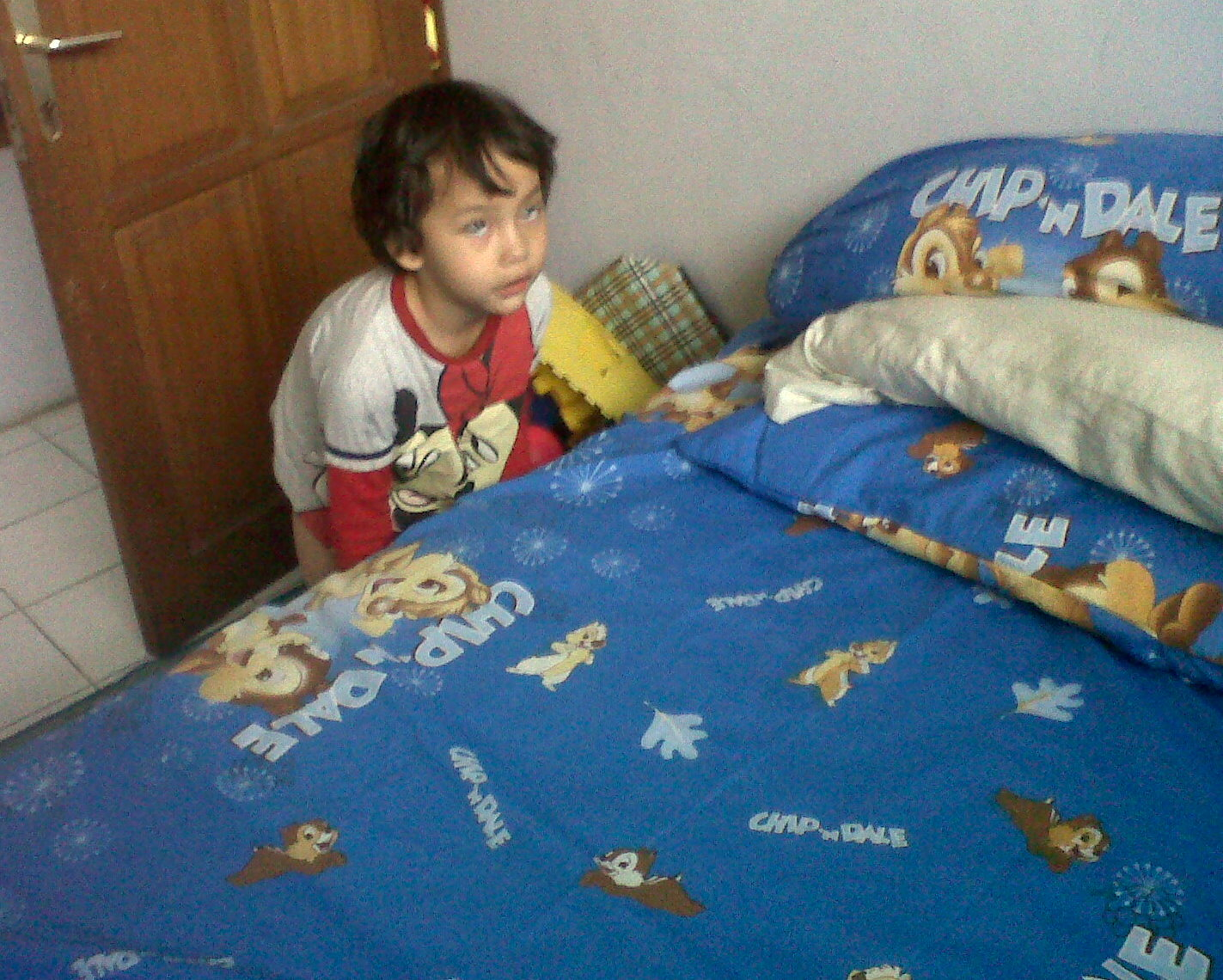 gambar kartun anak merapikan tempat tidur