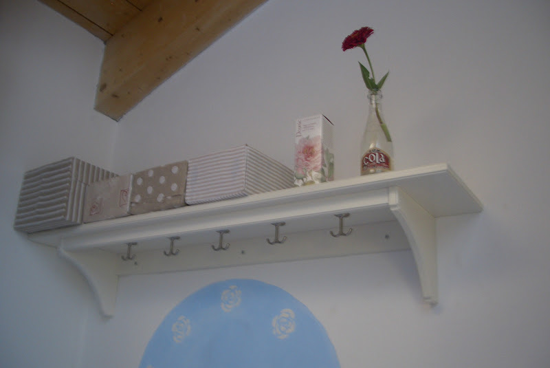 il blog di pepe mensola ikea nella lavanderia shabby
