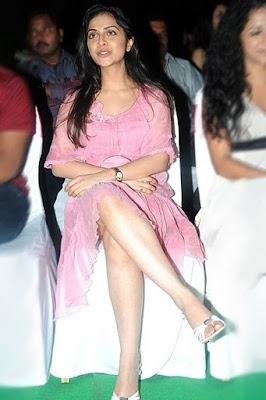 Richa Pallod hot thigh show in Skirt Photos