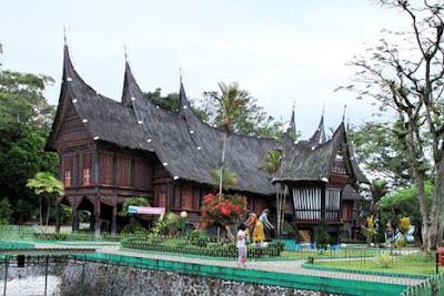 Tempat Objek Wisata Kebun Binatang Bukittinggi Sumatera Barat (Sumbar)