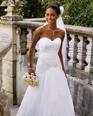 Perhaps The Most Por Neckline Of All Wedding Dresses Is Sweetheart Cut Mimics Top A Heart And Young Innocent Crisp
