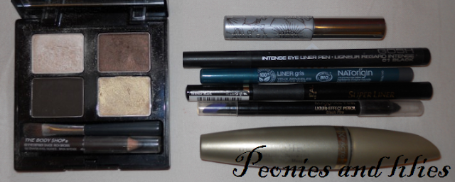 The body shop eye palette in Golden brown, Cliniqe bottom lash mascara, Maxfactor false lash effect mascara, Gosh intense eyeliner pen, Maxfactor liquid effect pencil, L'oreal perfect slim super liner, Natorigin liner in gris, What's in my travel make up bag