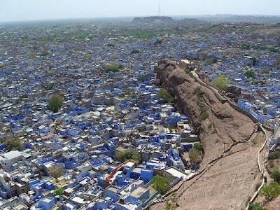 http://asalasah.blogspot.com/2013/02/kota-kota-unik-didunia-dengan-bangunan.html