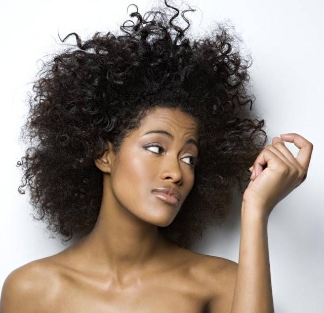 Hidratação de maisena para cabelos ressecados