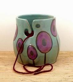 Давно заглядываюсь на чашечки для пряжи. Очень милые, эстетичные и душе приятные мелочи для вязания.  Душе приятные- для кошелька опасные... Цена их варьирует от $40 и выше