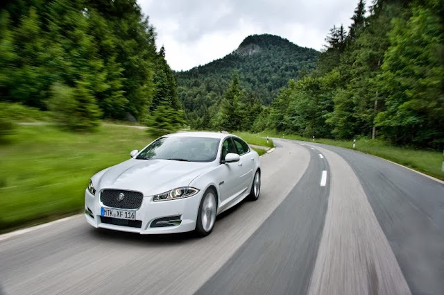 2013-Jaguar-XF-22d-mechbox