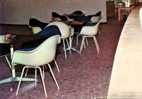 """Fauteuils """"DAX"""" avec tissu Alexander Girard  Designer: Charles & Ray Eames - Editeur: Herman Miller"""