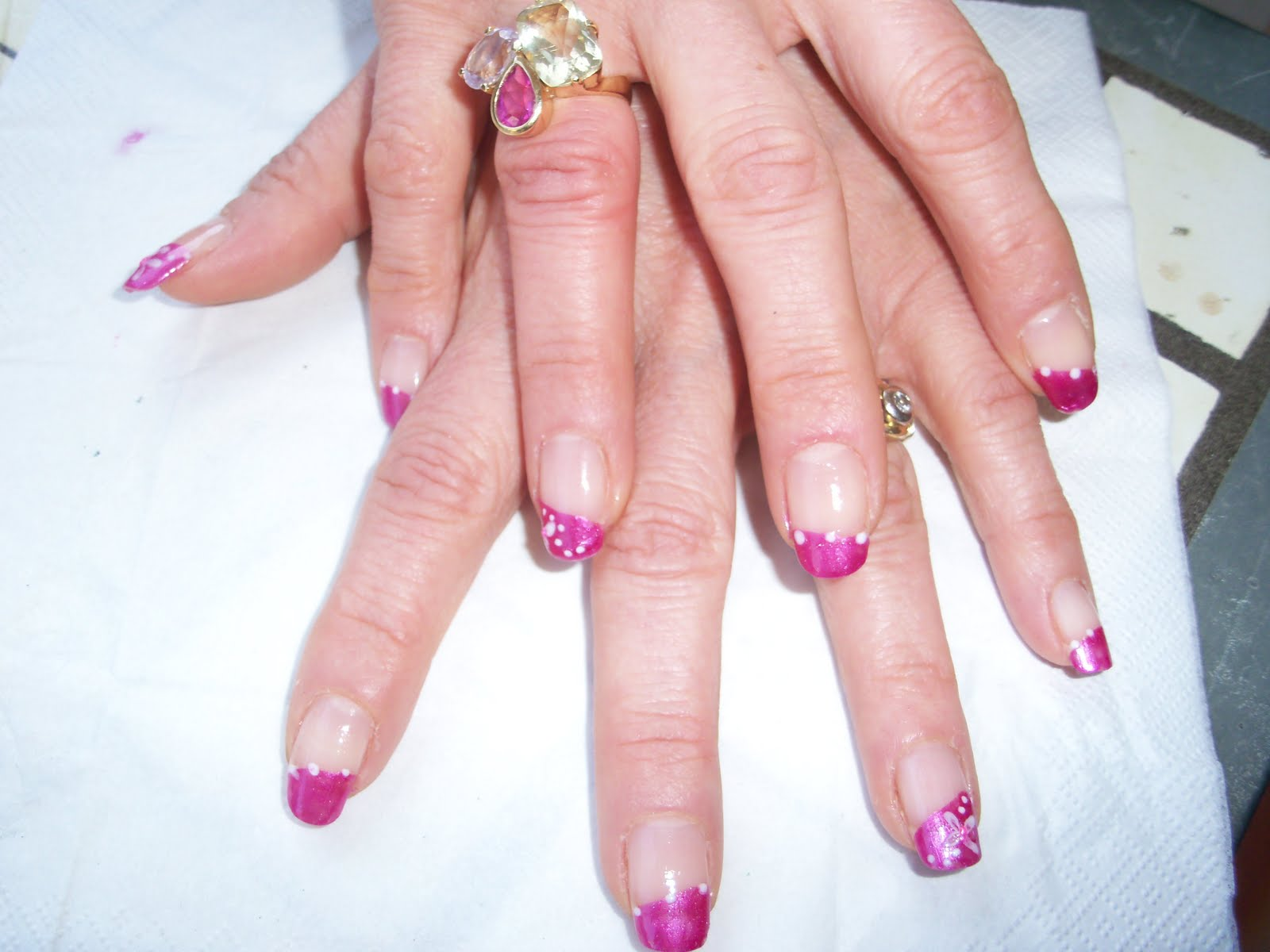 Every Nail Tells A Story.. French Rosa Con Fiori Bianchi