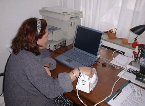 smešna slika: Pegla umesto PC-miša