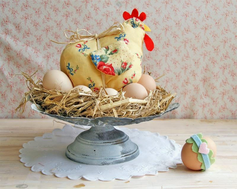 http://www.red-brolly.com/diy-tutorial-laverne-another-easter-chicken-free-pattern-instructions/?cid=6a0120a6769b0c970c0167649e0679970b