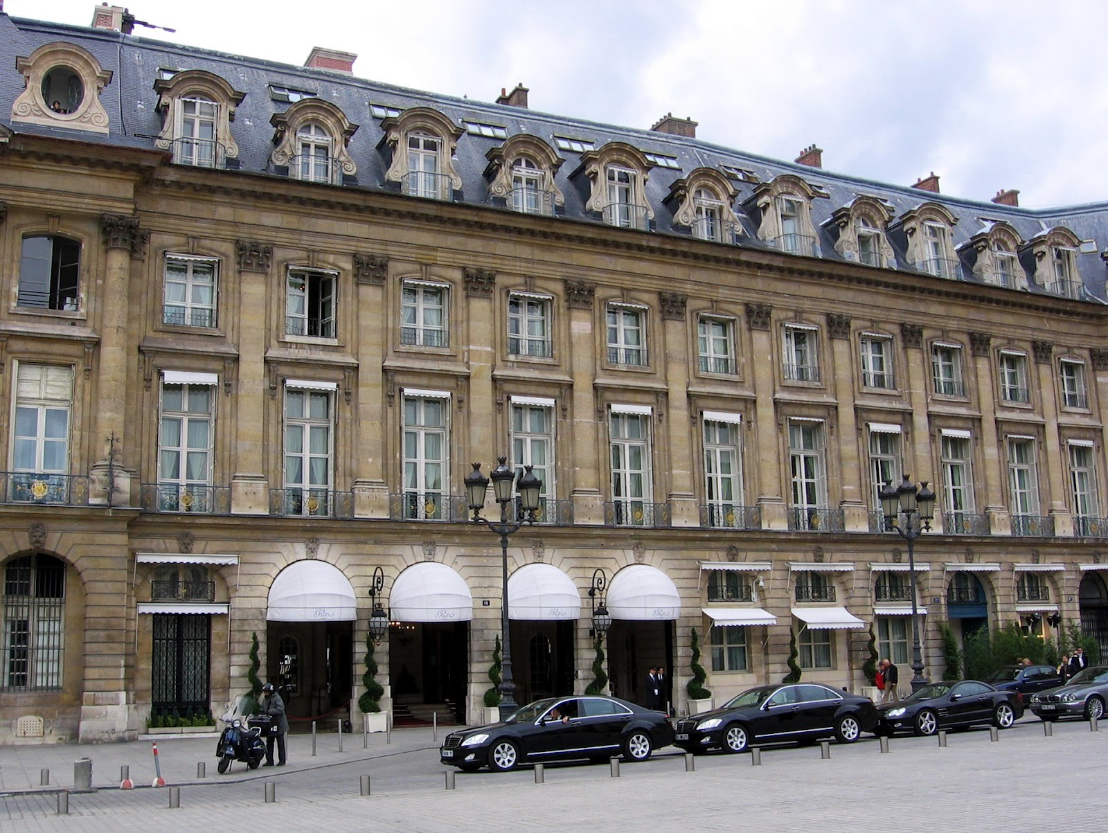 Form The Hotel From Outside Ritz Paris