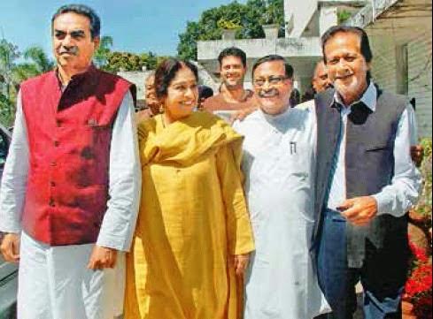 भाजपा प्रत्याशी किरण खेर व पूर्व सांसद सत्य पाल जैन भाजपा नेता हरमोहन धवन से मिलते हुए