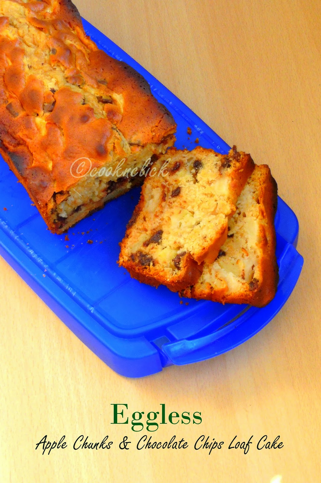 Chunky apple and chocolate chips loaf cake - Eggless