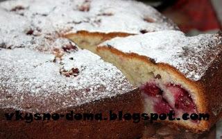 Пирог с вишней и клубникой