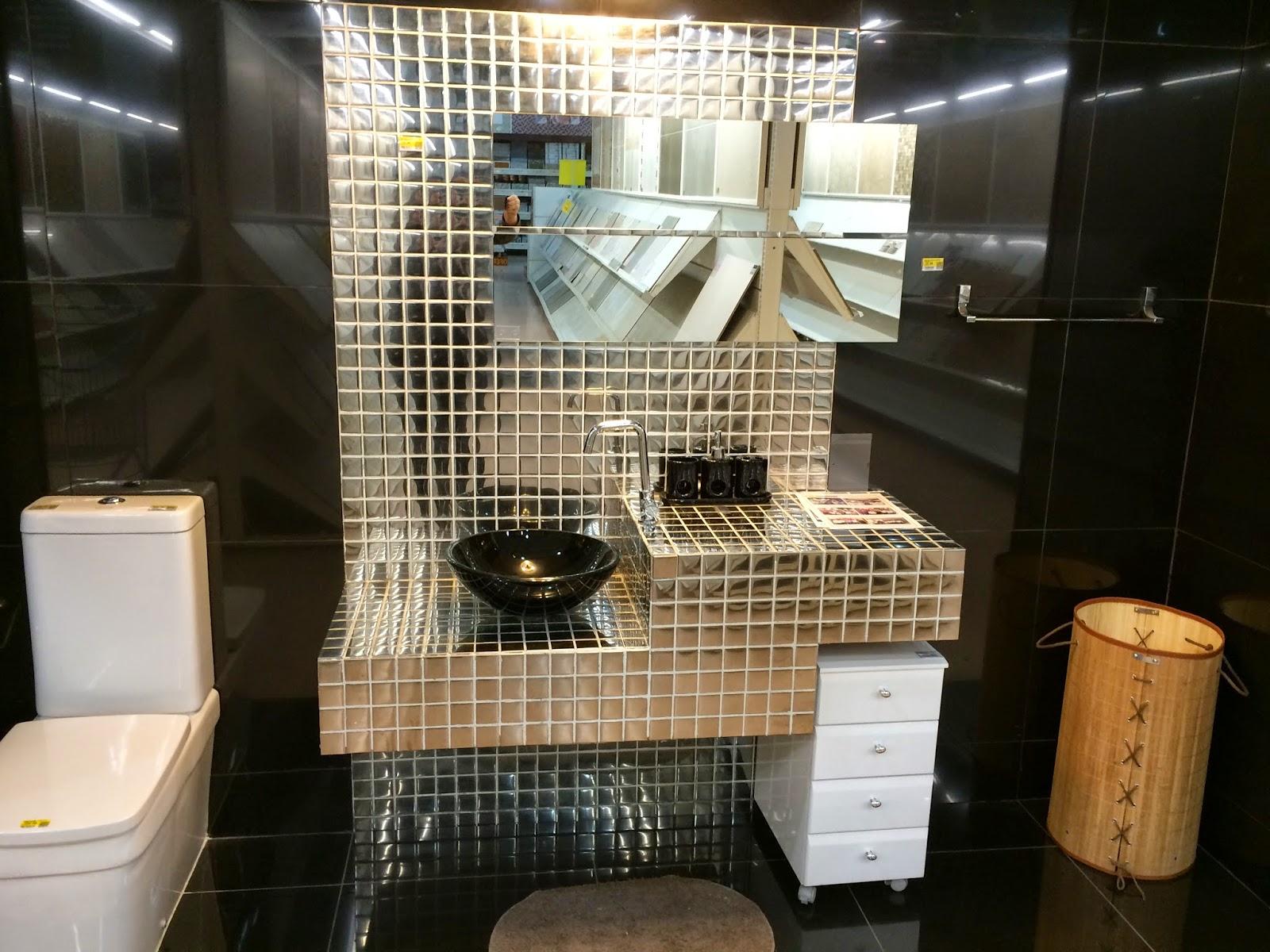 Dois Banheiros Inspiração Glam Casa e Reforma #9A6831 1600x1200 Banheiro Amarelo Com Preto