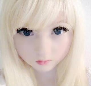 Gadis Anime Imut berwajah boneka Dunia