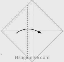 Bước 2: Gấp tờ giấy theo chiều từ trái sang phải