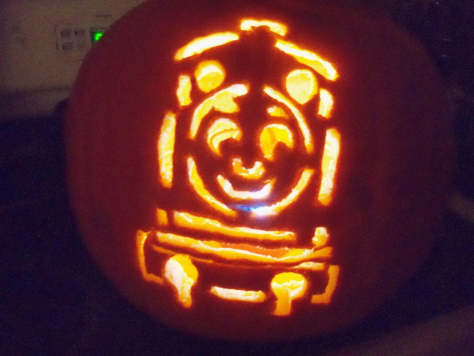 Chic crafty chick thomas the tank engine pumpkin and more for Thomas pumpkin template