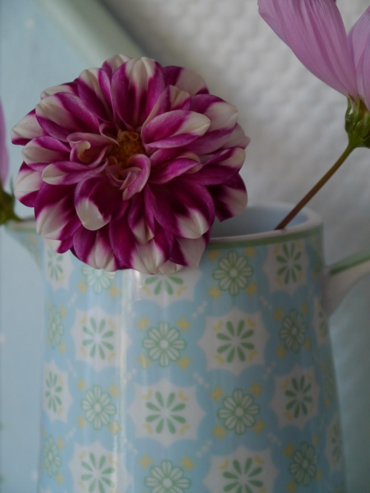 Lila lavendel kleiner deko rappel - Kleiner liegestuhl deko ...