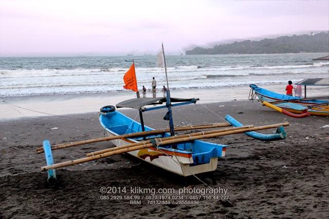 Wisata Kapal Laut di pantai Teluk Penyu Cilacap - Foto oleh : Klikmg.com Fotografer Indonesia