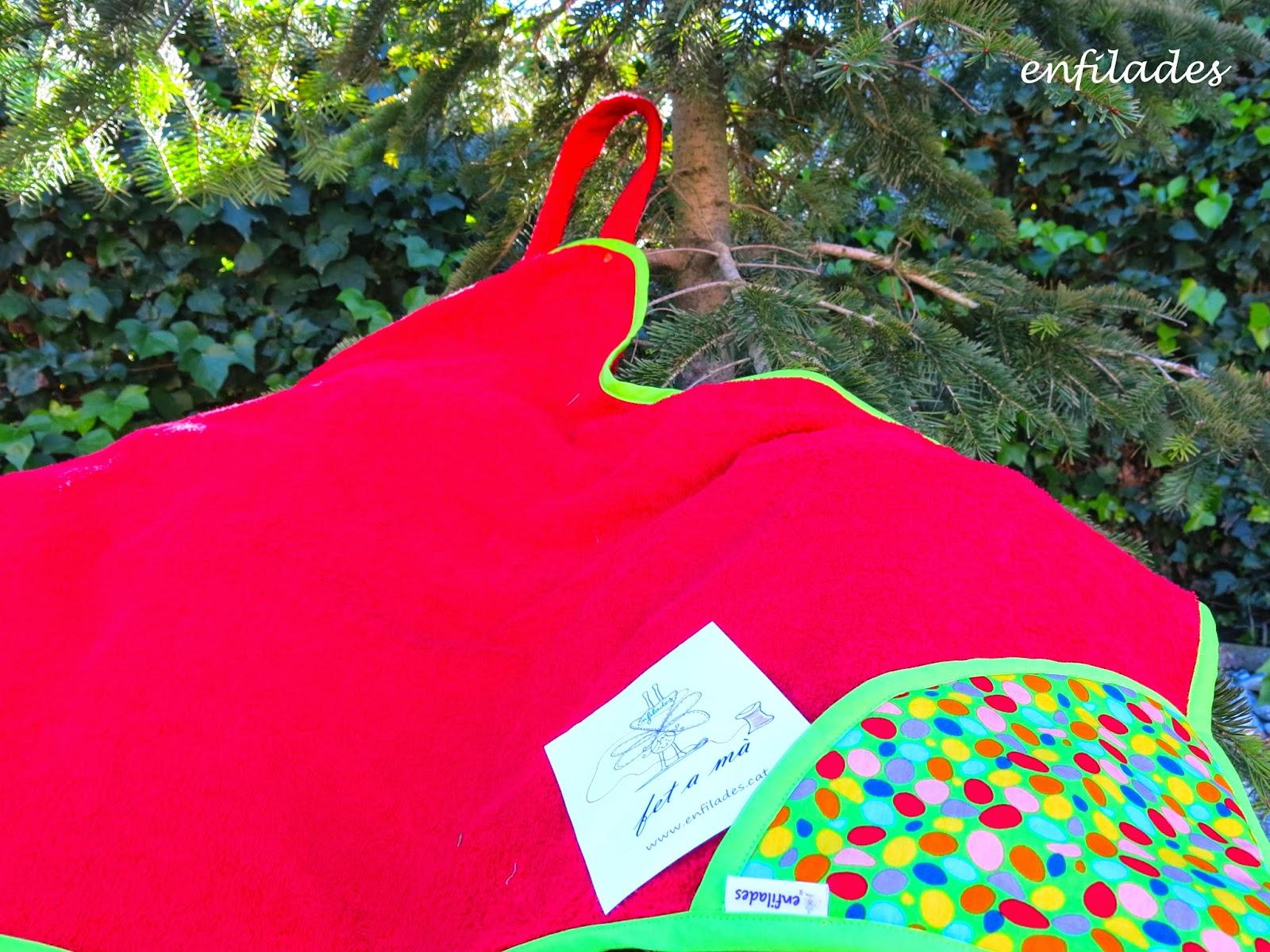 Tovallola davantal feta a mà Caramels - creacions Enfilades.cat
