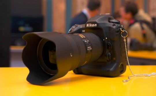 NIKON D5