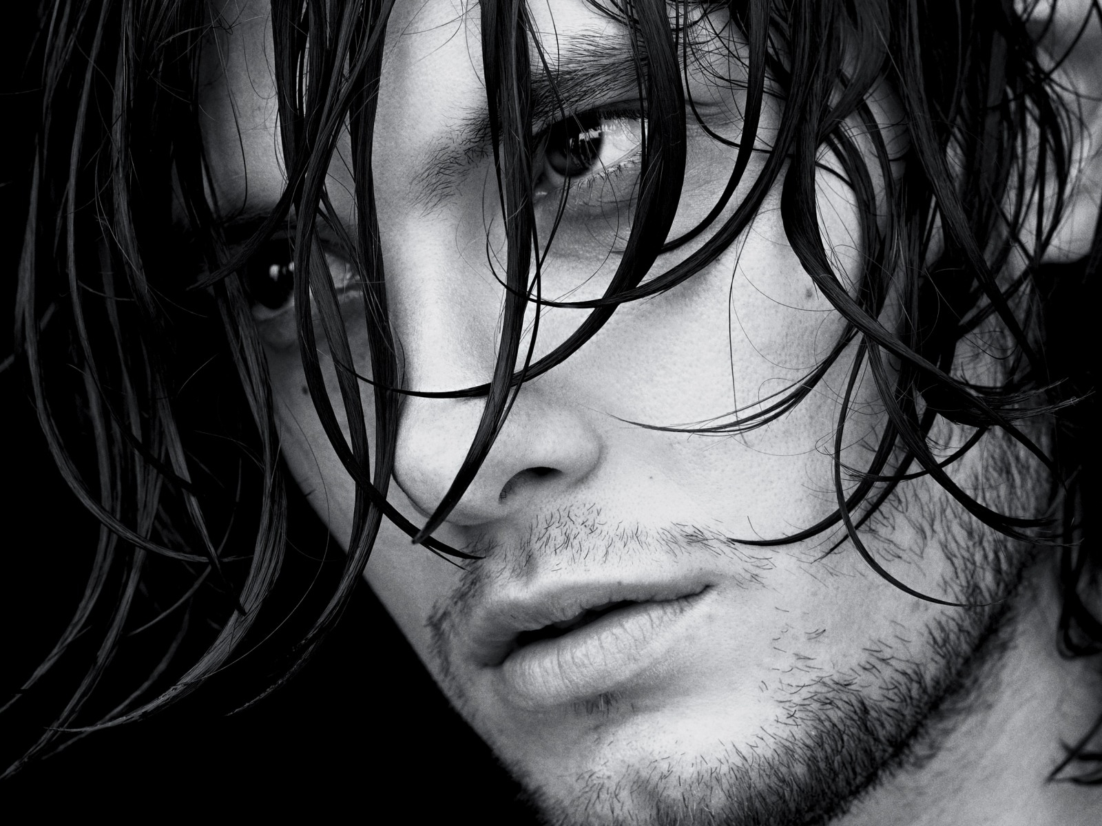 http://2.bp.blogspot.com/-nJgeUhuL_Gc/UNs_QO3_B7I/AAAAAAAAANg/ewa6N-HY5VE/s1600/ben_barnes_actor_boy_young_person_black_white_hair_wet_look_18686_1600x1200.jpg