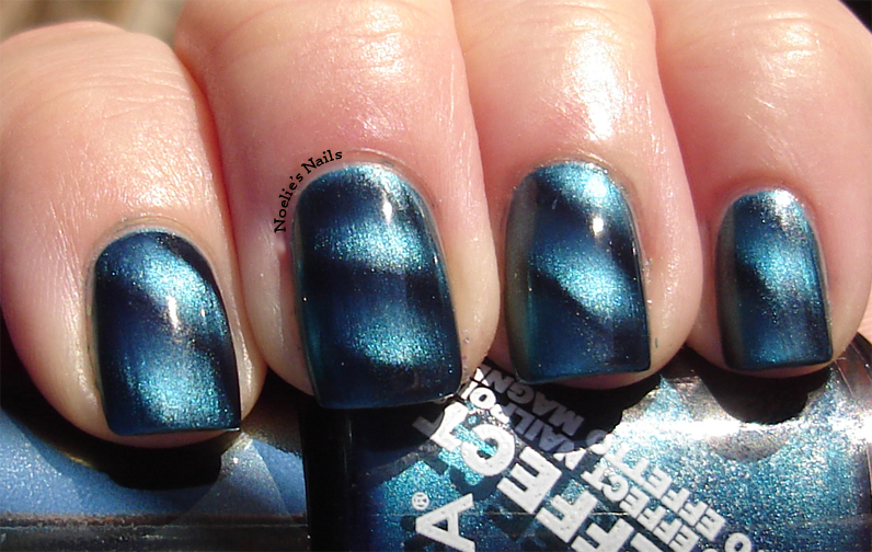 Noelie\'s Nails: Layla Magneffect Magnetic Polish - Turquoise Wave