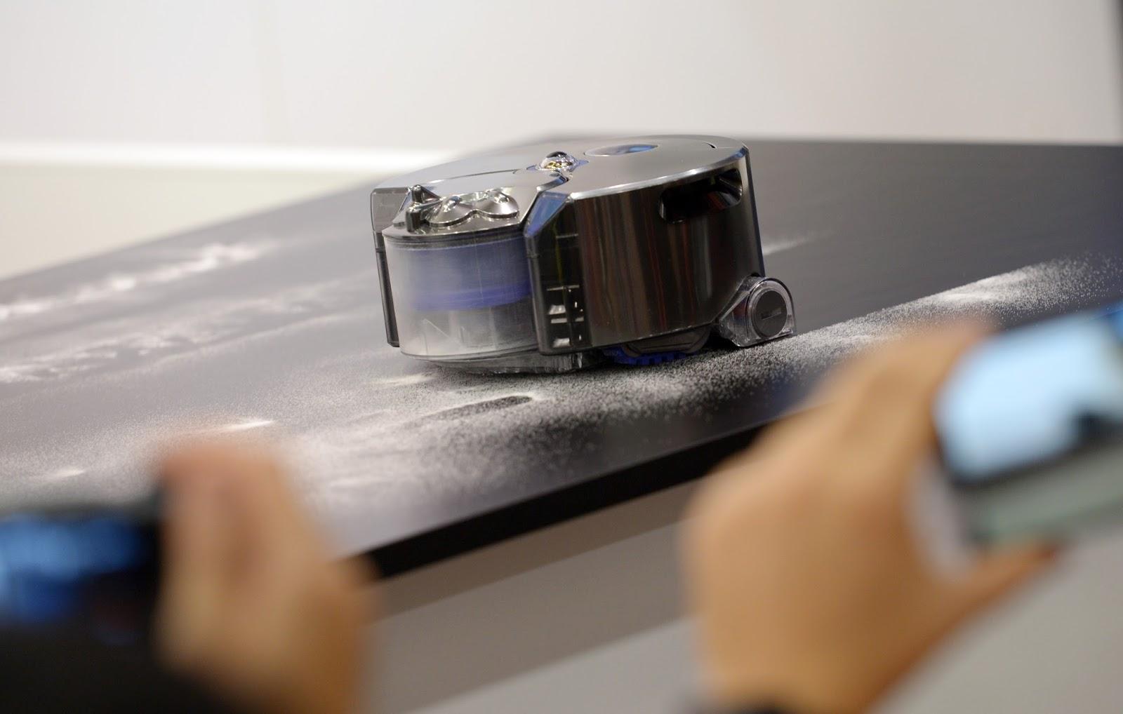 wir sind die roboter dyson staubsauger aus der zukunft atomlabor auf der ifa 2014 8 bilder. Black Bedroom Furniture Sets. Home Design Ideas