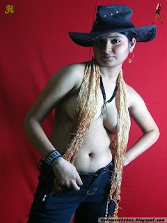 Indian Desi girl nude in hat in sexy exposed