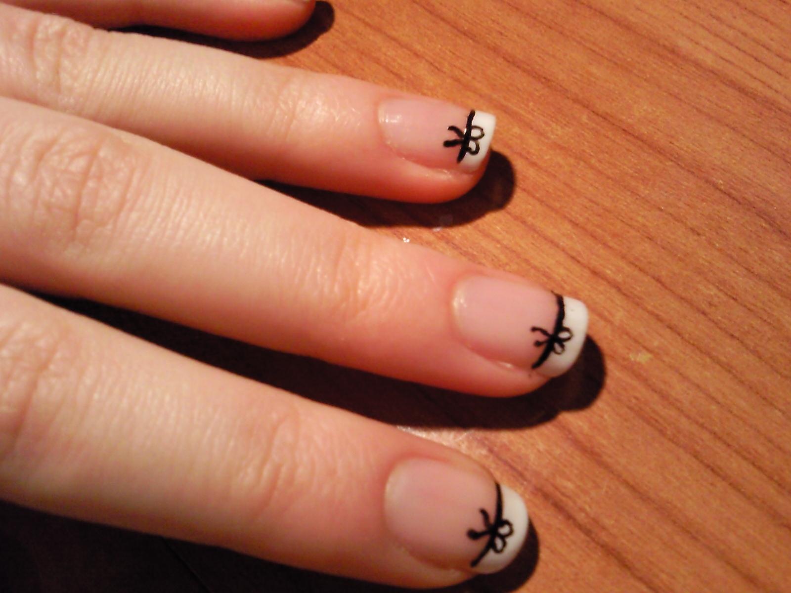 Dedos con estilo manicura francesa con lacitos nivel - Decoracion de unas francesa ...