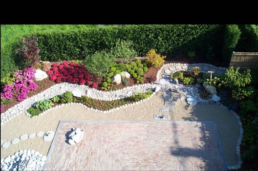 pedra jardim caminho: jardim japonês como nesse jardim de um hotel europeu na foto abaixo