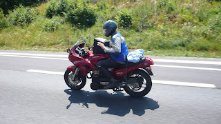 moto artesanal con motor diesel por las autopistas alemanas