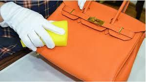 bersihkan tas kulit