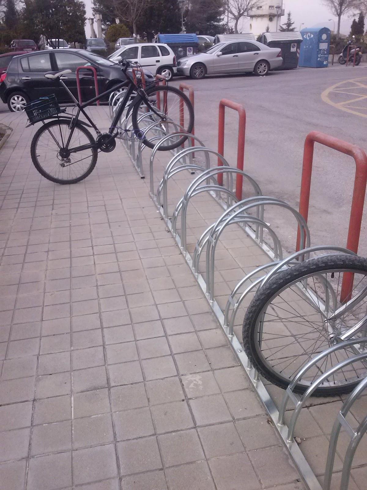La bici como alternativa al transporte en la ciudad de - Anclaje para bicicletas ...