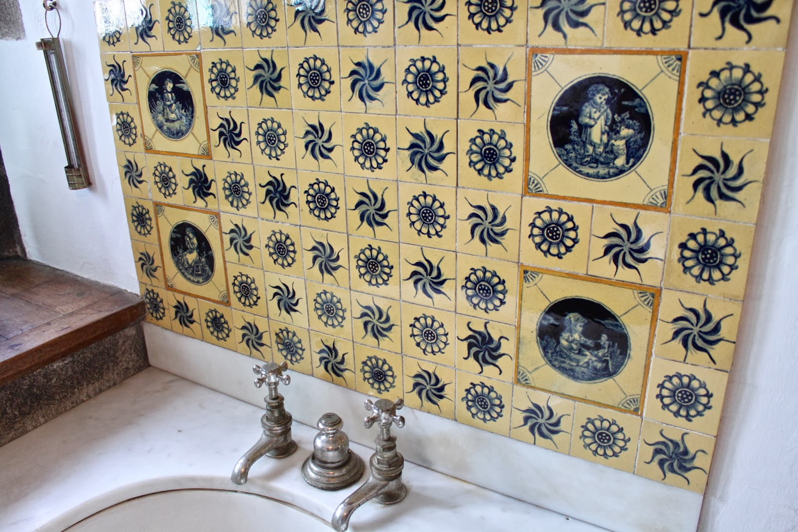 Castle Drogo, bathroom tiles, 1920s