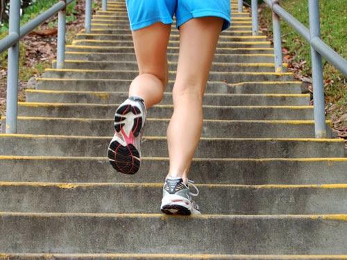Đi bộ cầu thang - bài tập giảm cân hiệu quả