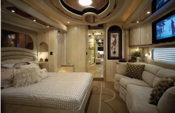 Nice Mercedes   A Luxury House Inside A Bus