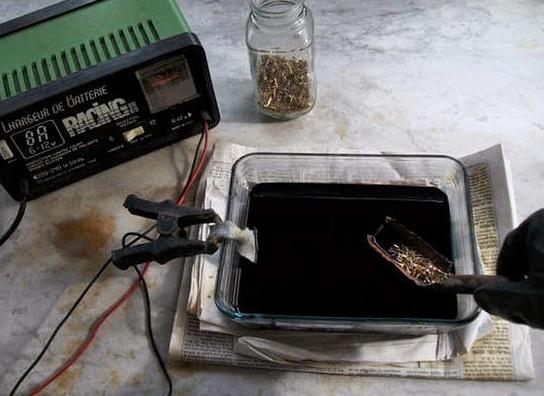 Proses Memisahkan Emas Dari Komputer Lama