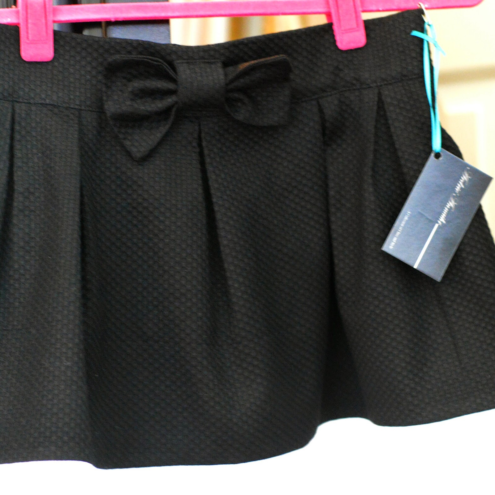 Color blocking full skirt black and white DIY