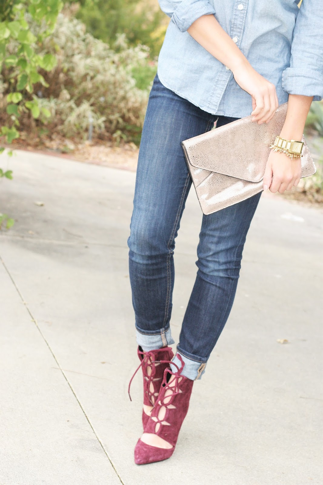 metallic-clutch-with-maroon-shoes