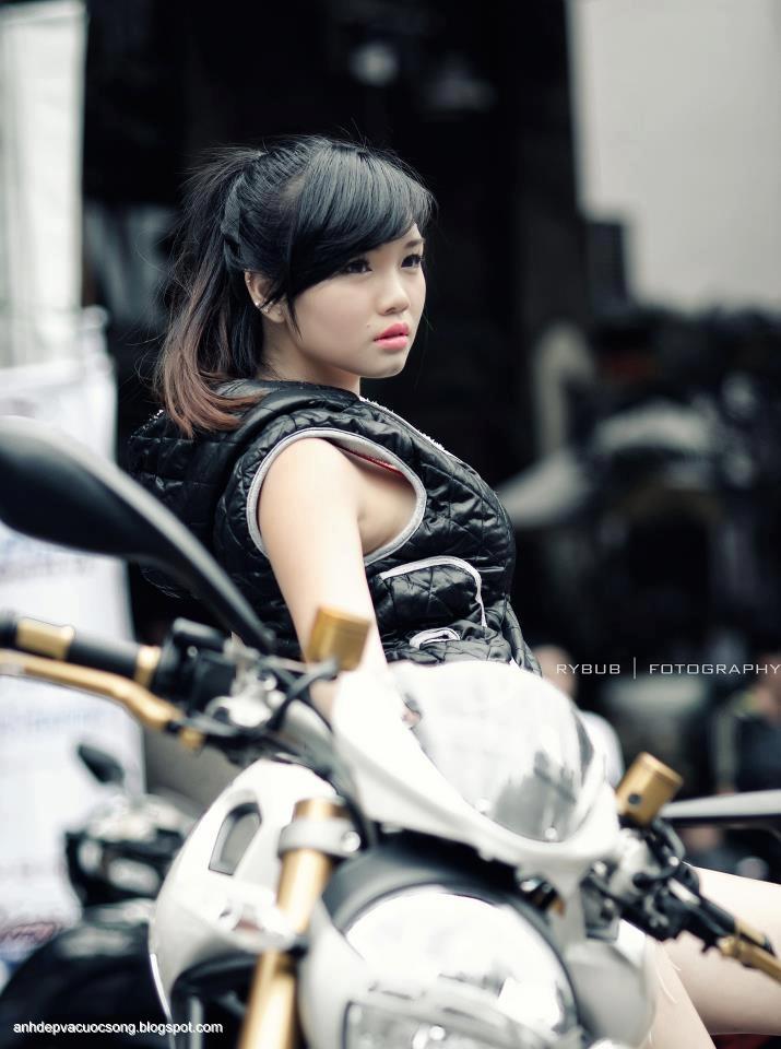 Người mẫu xe Hoài Thiên xinh đẹp | Vietnam Motorshow