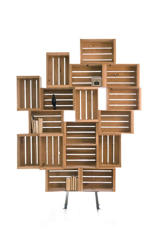 Desaf a la gravedad con estas estanter as hechas con cajas de fruta - Estanterias con cajas de fruta ...