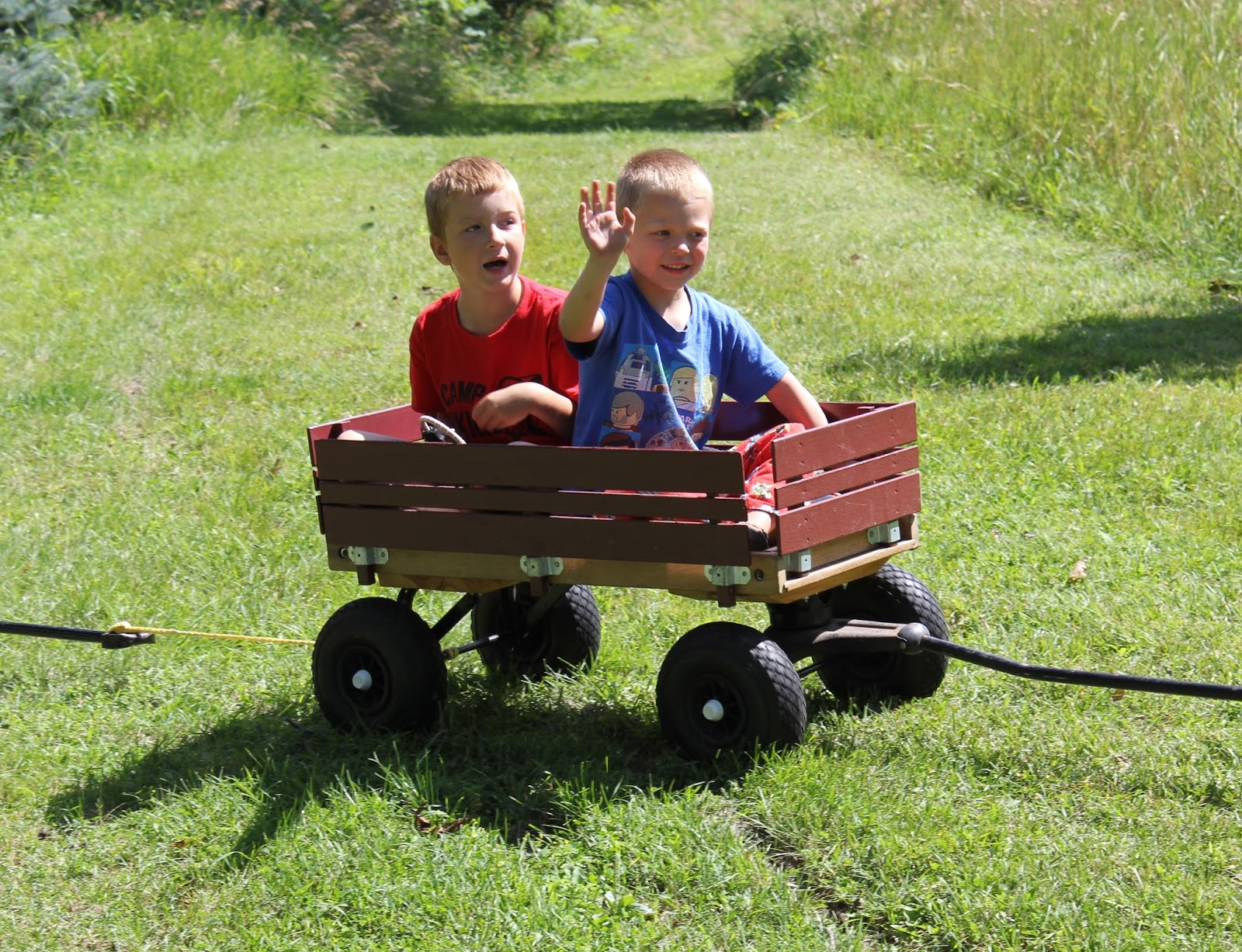 Tractor Train Rides : Happy kids equals mom tractor train