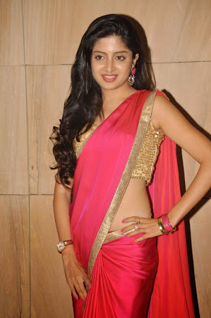 Pretty Poonam Kaur in Pink Saree looking Gorgeous
