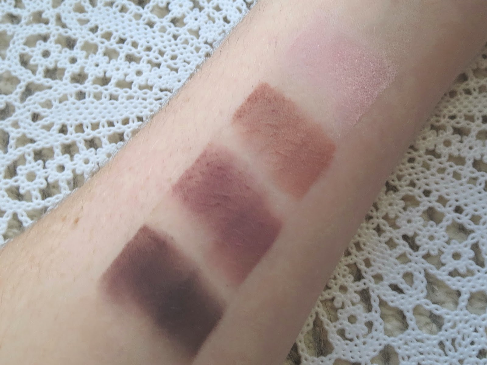 a picture of Tartelette palette swatch : Bombshell, best friend, natural beauty, caregiver